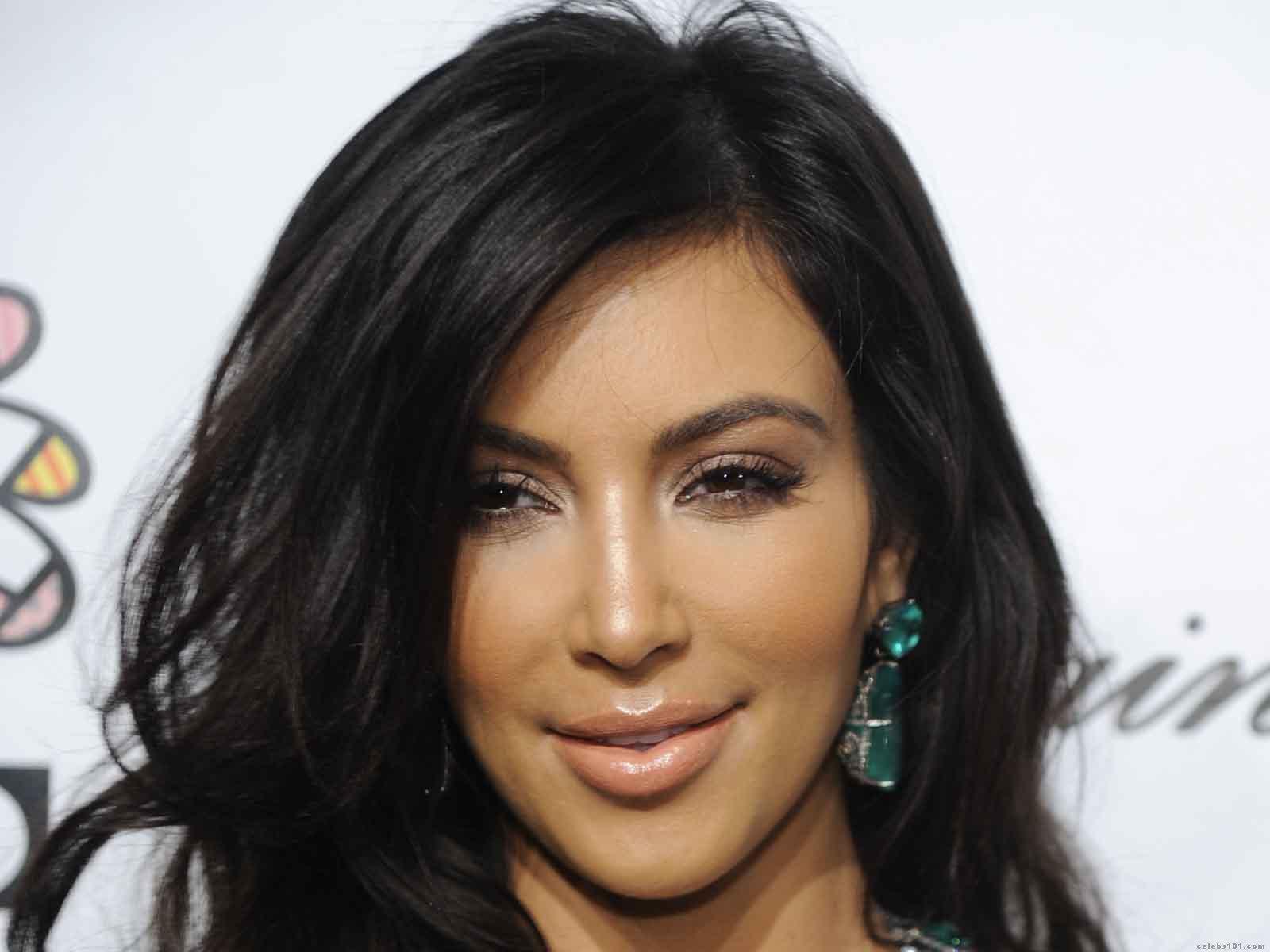 Kim Kardashian High quality wallpaper size 1600x1200 of Kim Kardashian 1600x1200