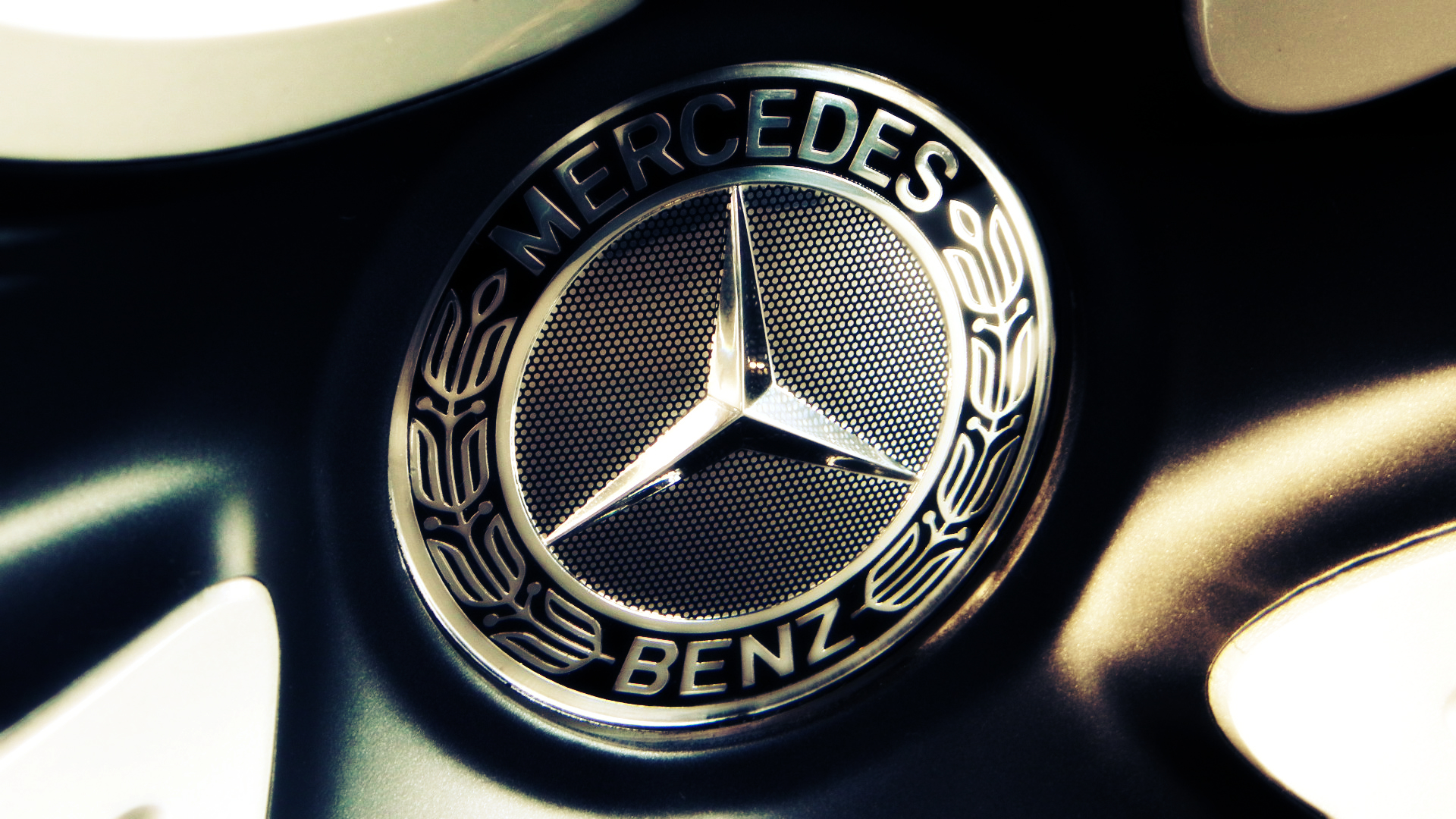 Mercedes Benz Logo Wallpapers Pictures Images 1920x1080