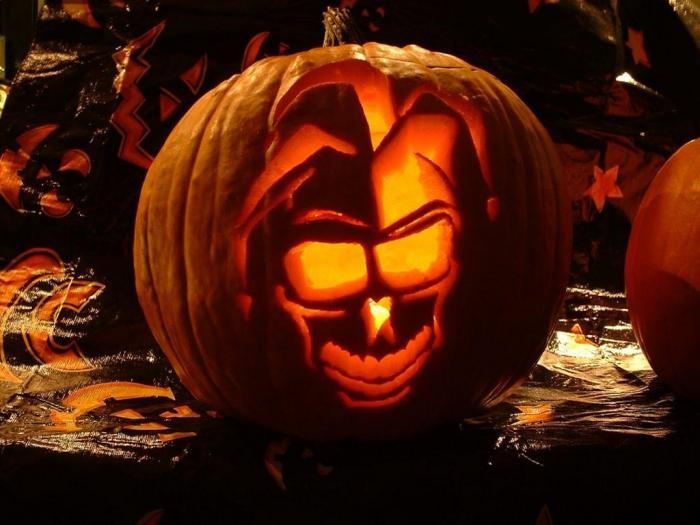 La ley concerniente al uso de Haunting Halloween Screensaver 700x525