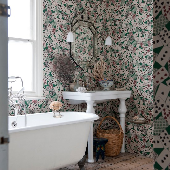 Bathroom with card patterned wallpaper Unusual bathroom decorating 550x550