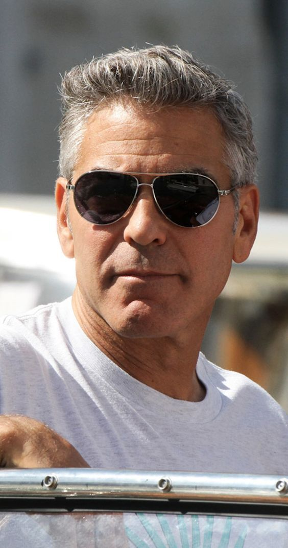 Hollywood actor George Clooney handsome movie photos wallpapers 564x1073