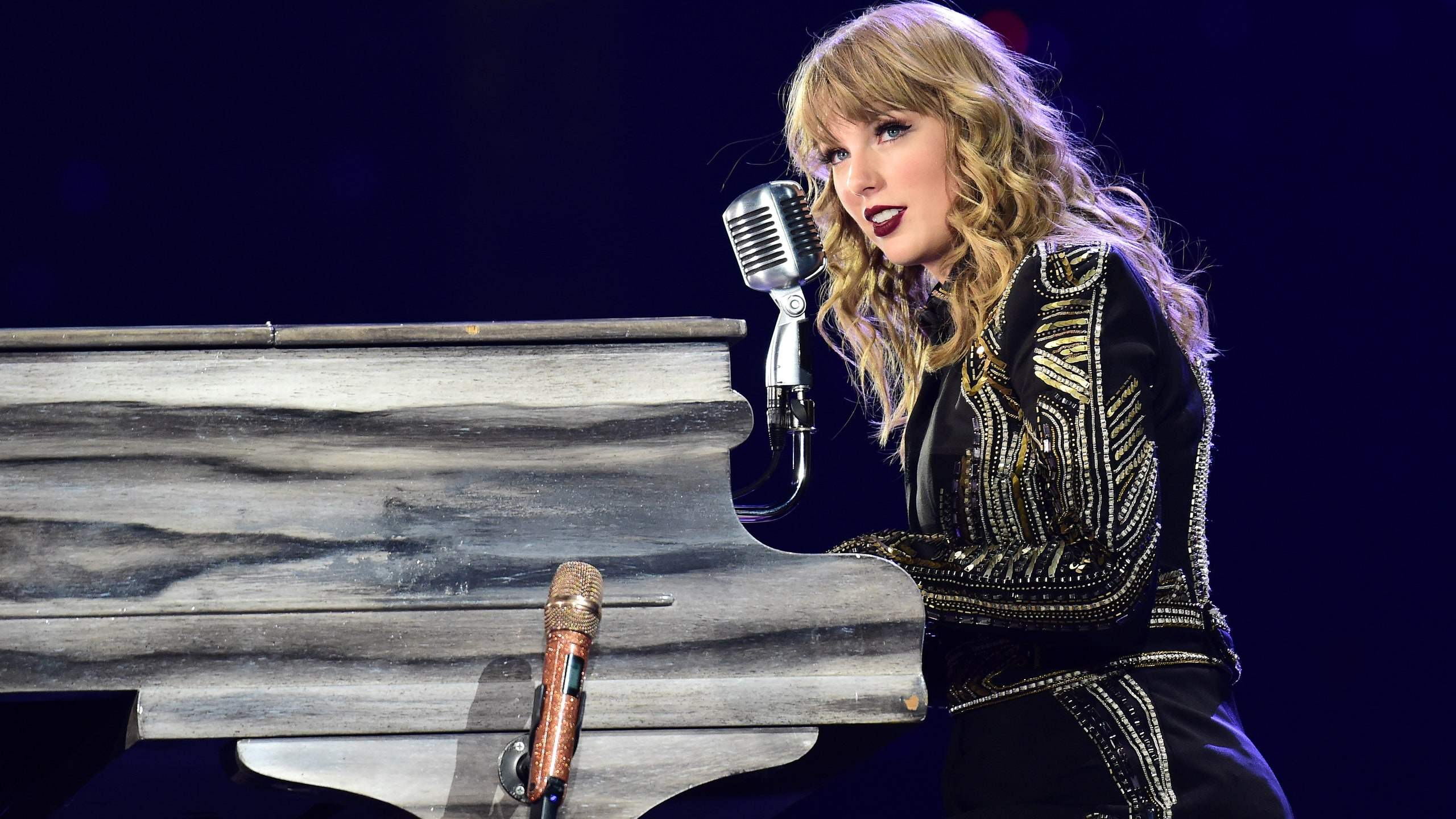 Taylor Swift Dropped Her 8th Studio Album FolkloreAnd Fans Are 2560x1440