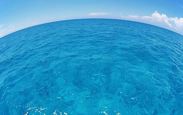 Sea Wallpapers Hawaii Scenery   Fish eye blue sky and sea Wallpaper 700x438