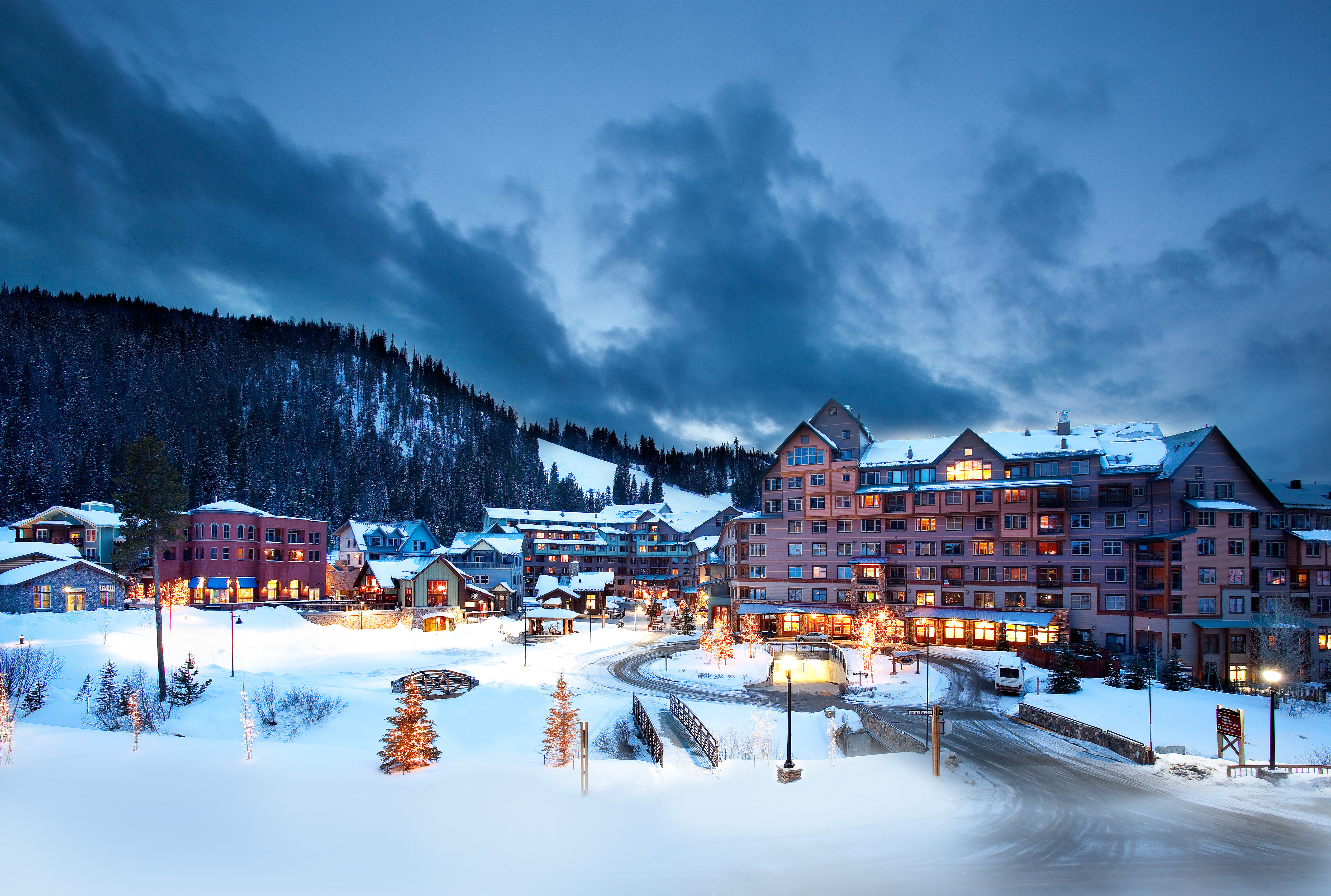 breckenridge heli skiing with Ski Resorts Screensavers And Wallpaper on EN Anchorage Weekly Chalet Chamonix moreover Ski Rocky Mountains in addition Skiexpo also Banff Park Lodge also Kings Corn Alaska.