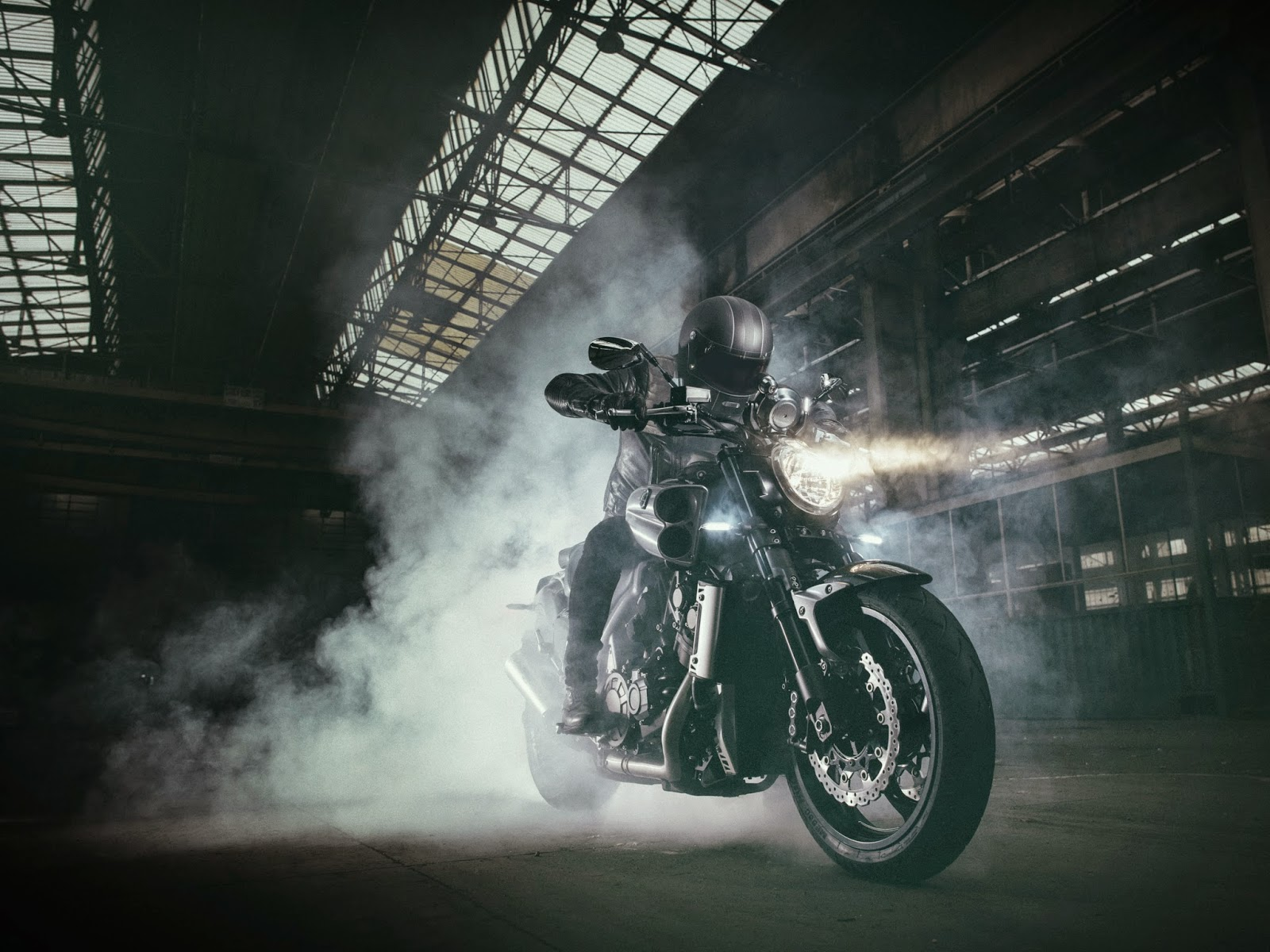 faster and faster]   2015 Yamaha VMAX Carbon launched   ninjetteorg 1600x1200