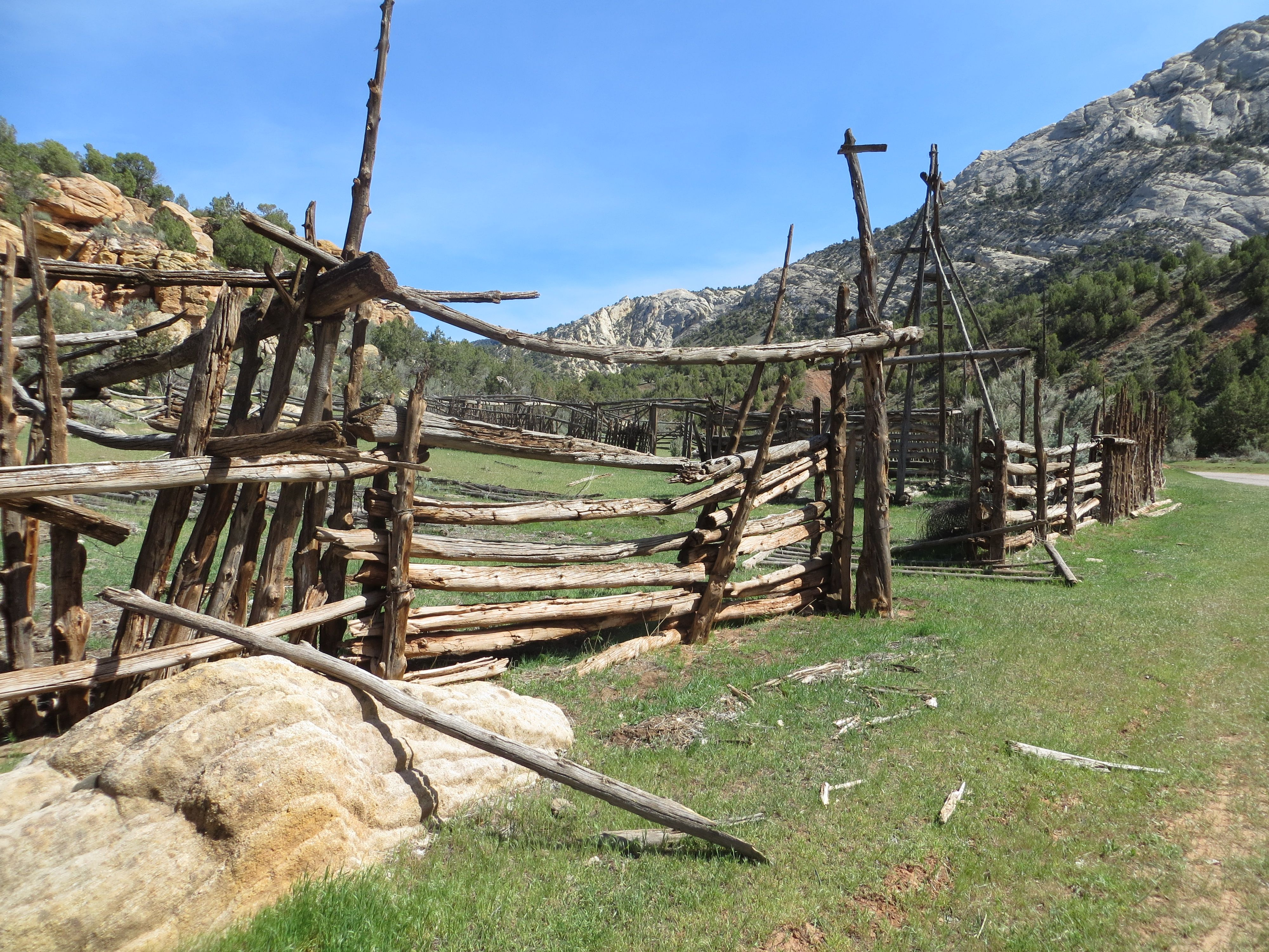old pole corral Ye Old Cattle Corral Cattle corrals Outdoor 4000x3000
