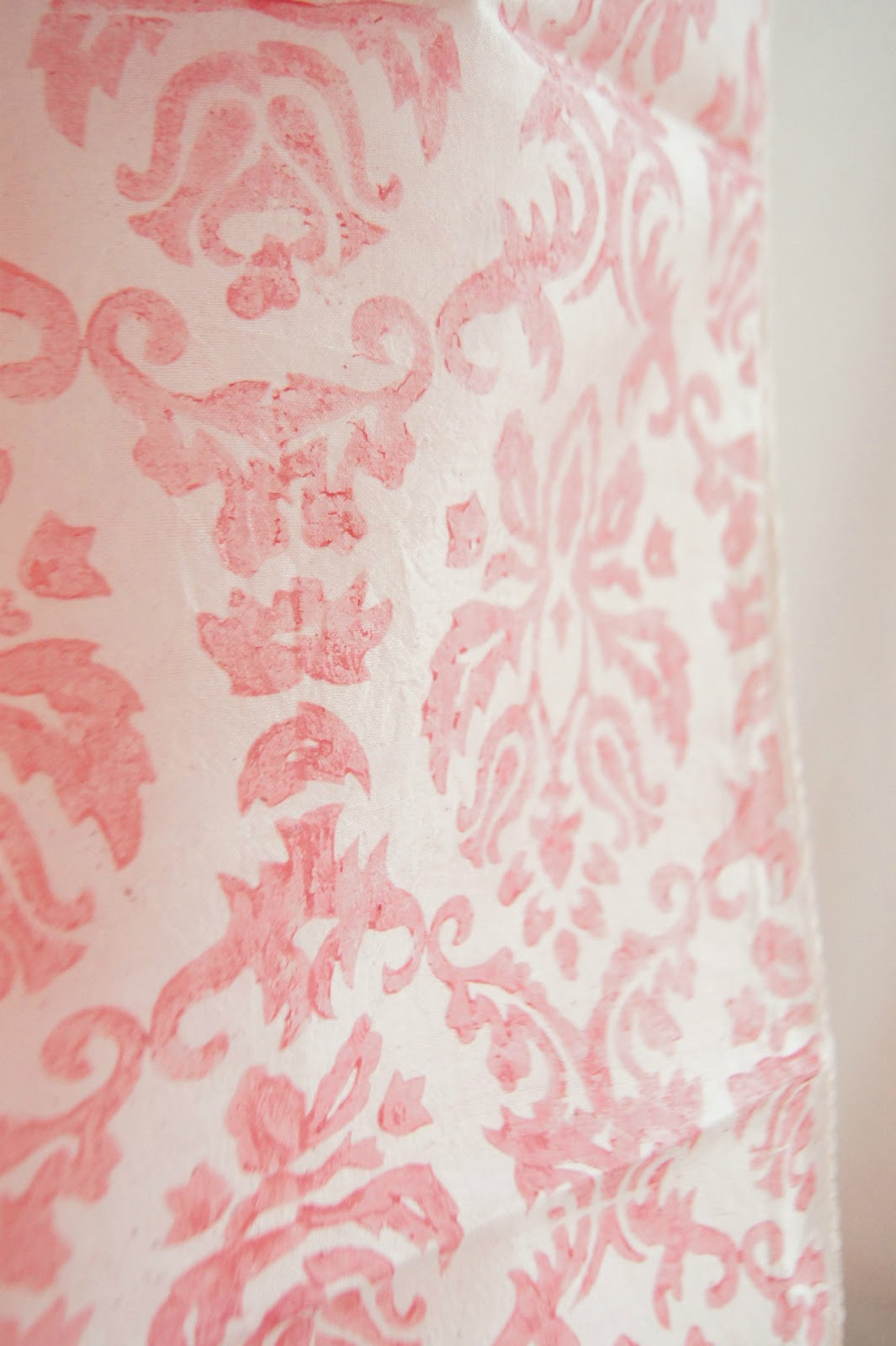 pink and white damask wallpaper   wwwhigh definition wallpapercom 1065x1600