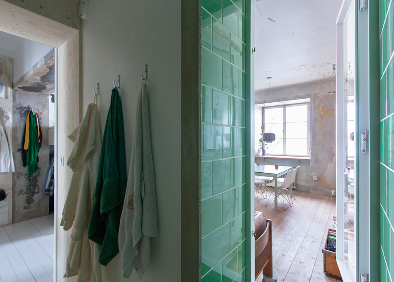 Tile Can You Install Glass Tile Over Wallpaper 784x560