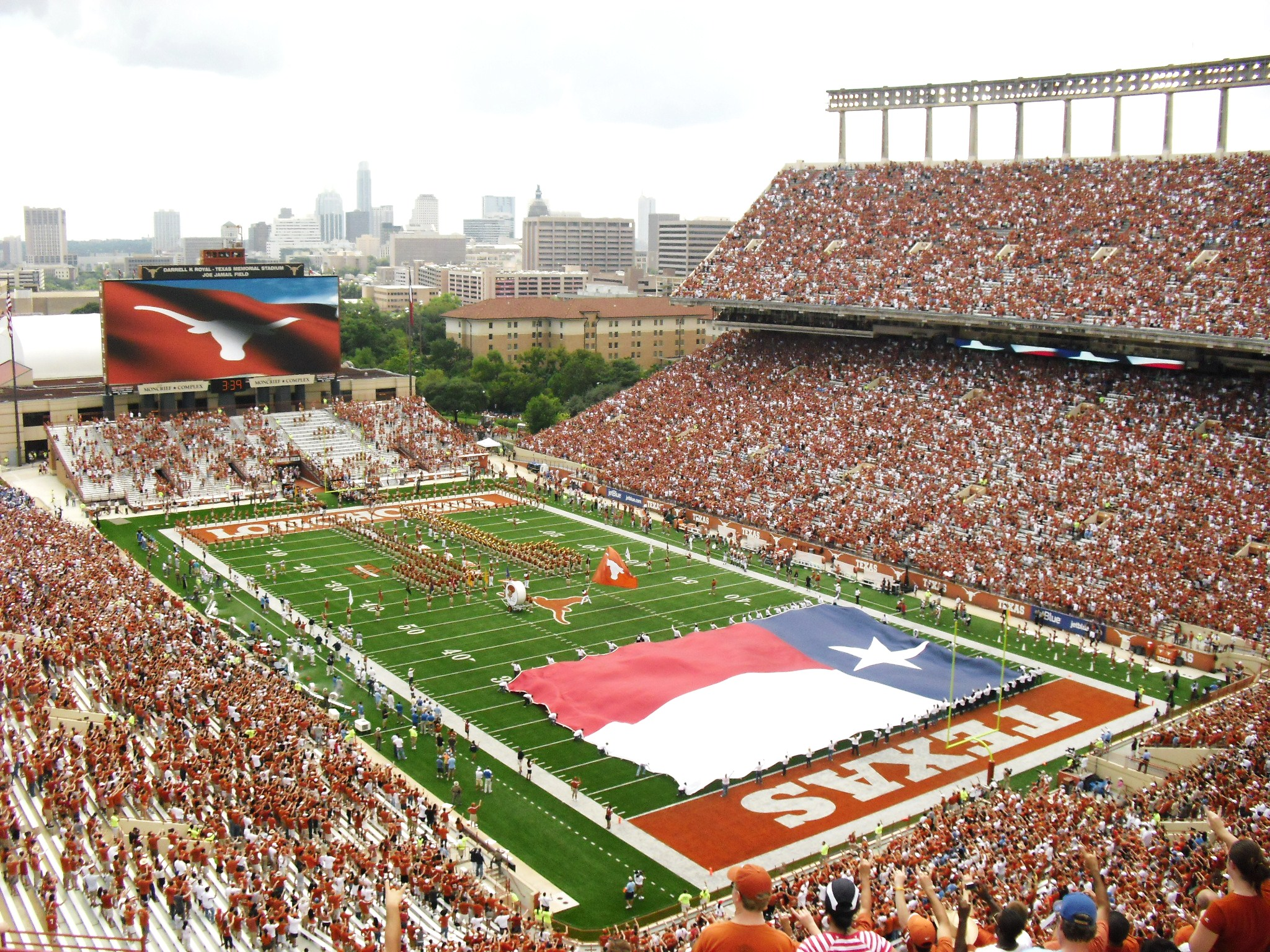 University of Texas Football 2048x1536