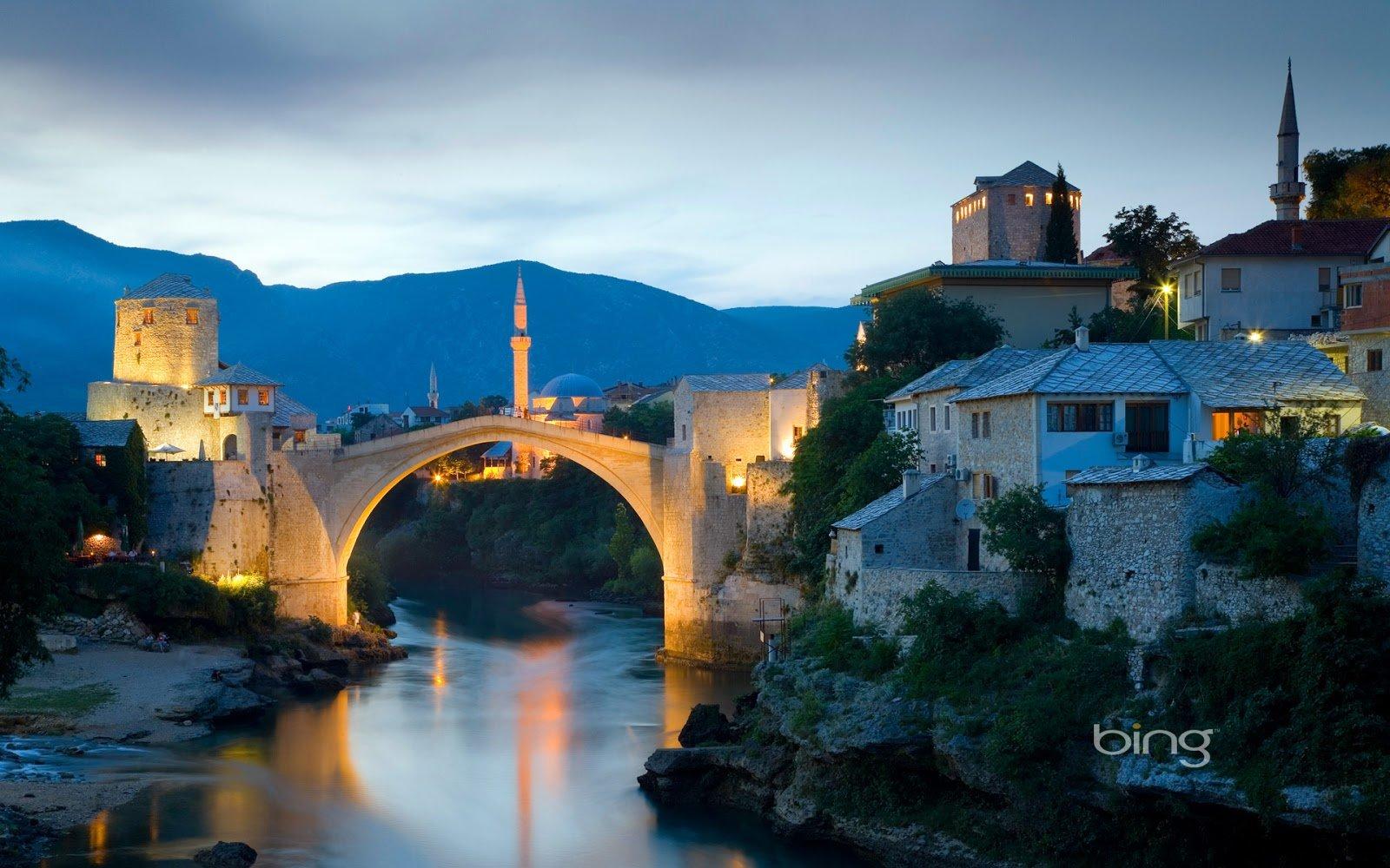 Stari Most (Old Bridge) over the Neretva river in Mostar, Bosnia and ...