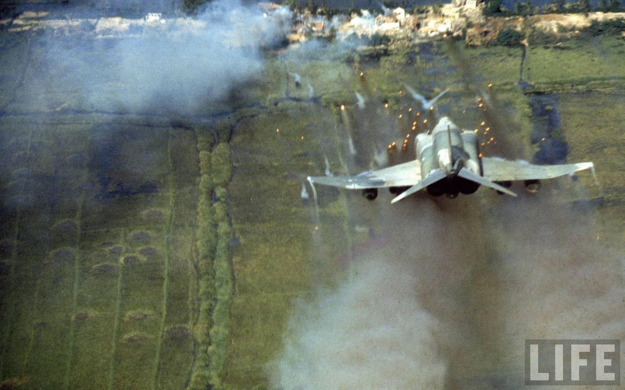 vietnam f4 phantom ii jet planes 1680x1050 wallpaper Wallpaper 2560x1600