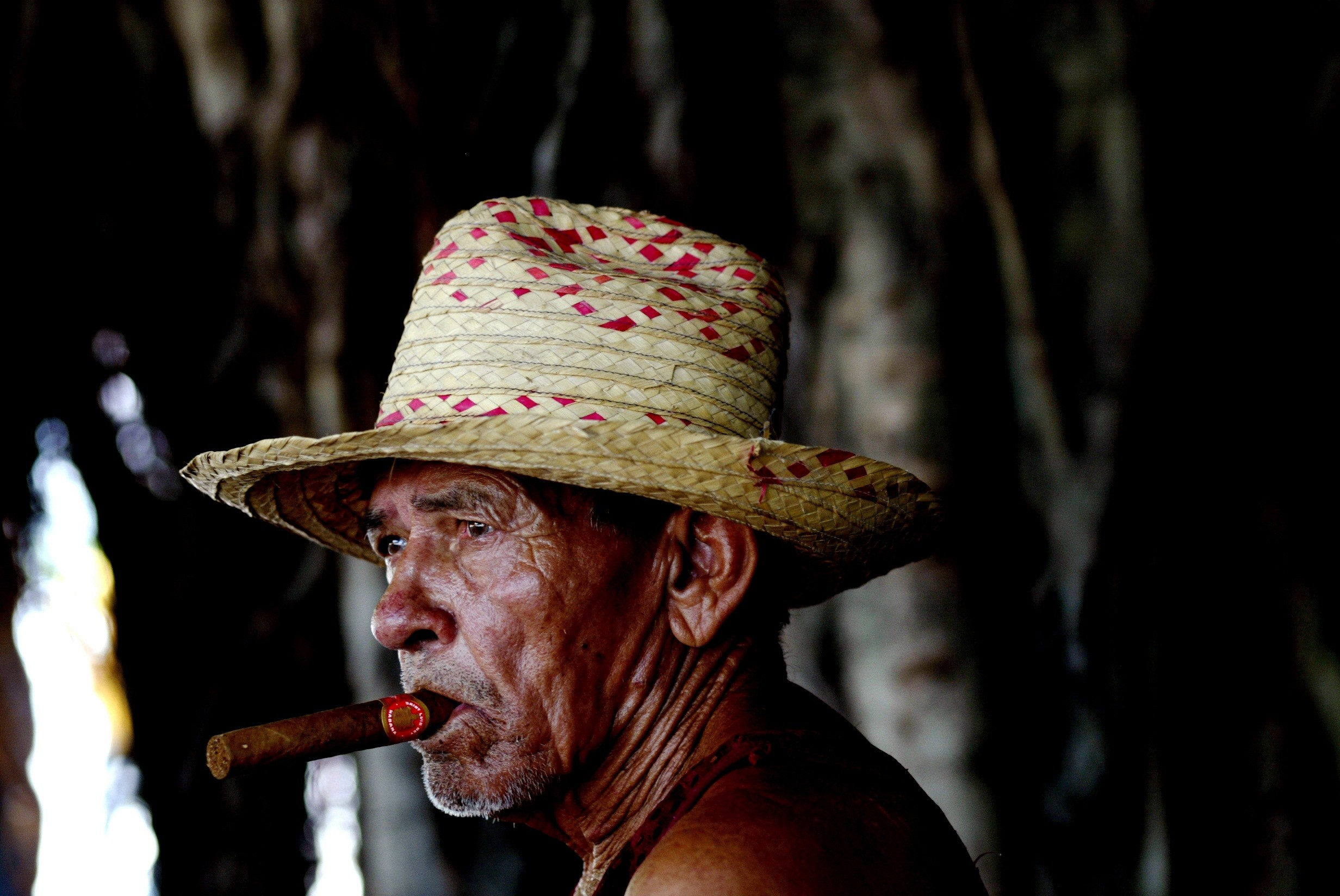 Indians portrait old man hat cigar photography hd wallpaper 2464x1648