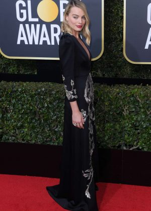 Margot Robbie   2018 Golden Globe Awards in Beverly Hills 300x420