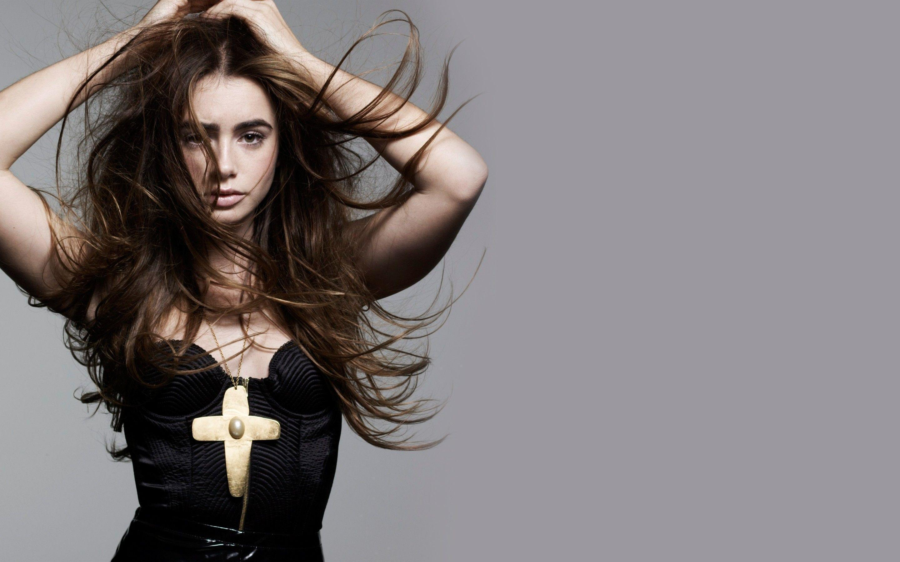 Lily Collins Wallpapers 2880x1800