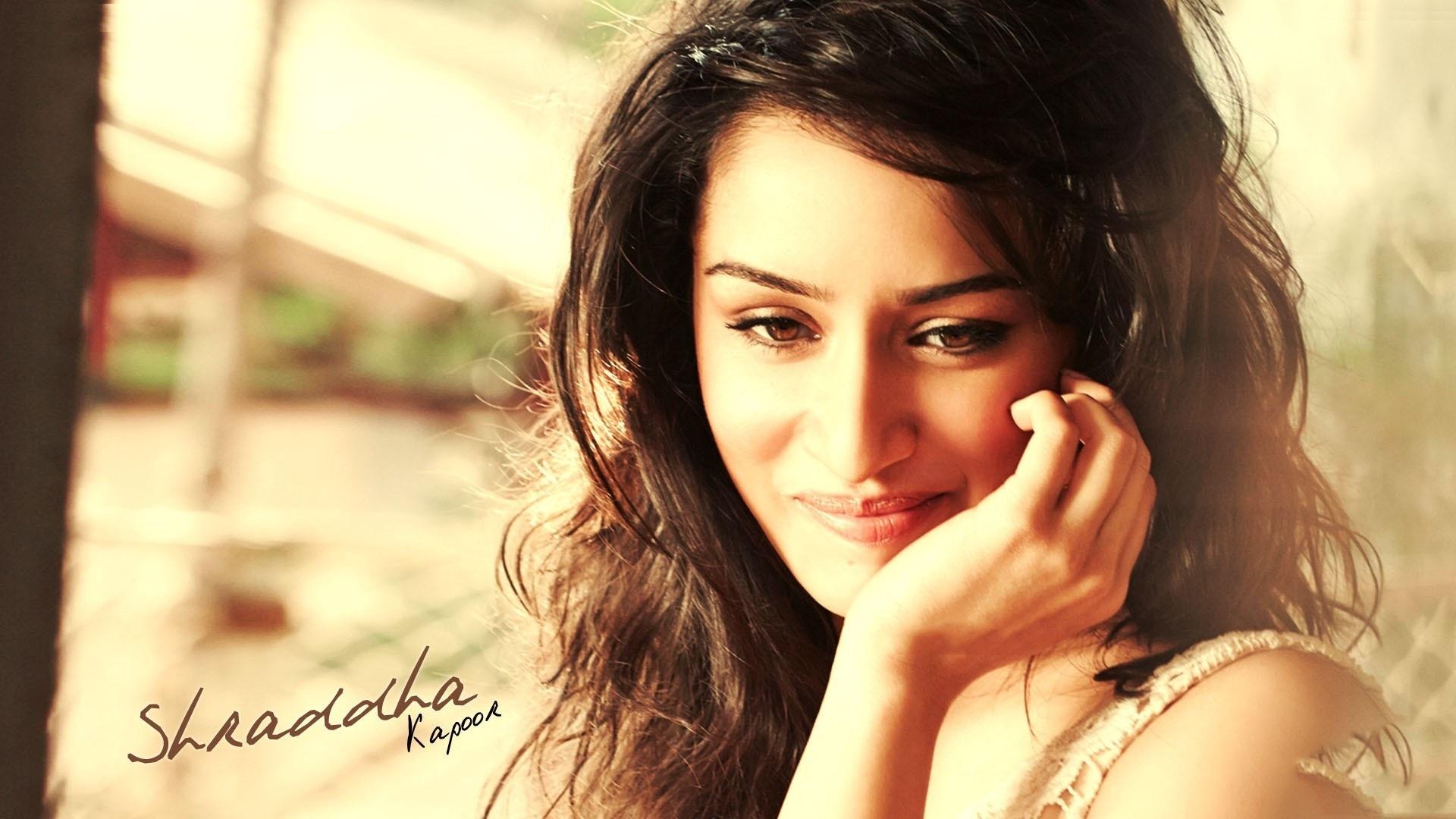 Shraddha Kapoor Hot Bikini Pics Cute Smile Images 1920x1080