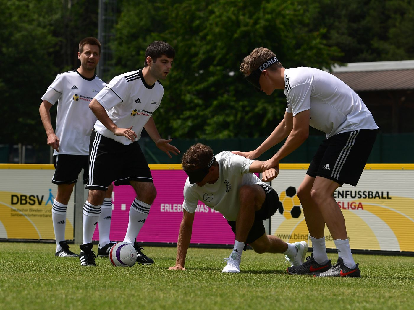 Thomas Muller and Matthias Ginter try their luck at Blindenfuball 1400x1050