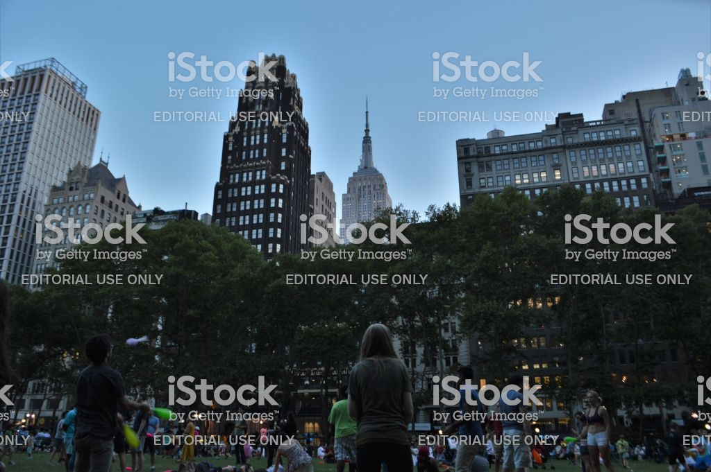Empire State Building Skyscrapers Background At Bryant Park New 1024x681