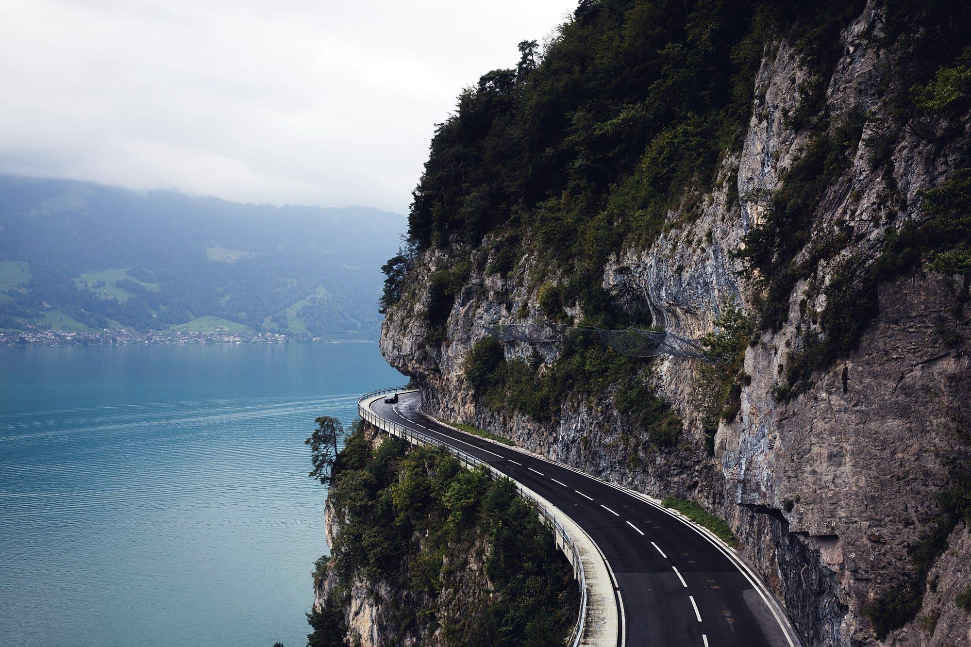 Interlaken Road Switzerland [2000x1333] wallpapers 2000x1333