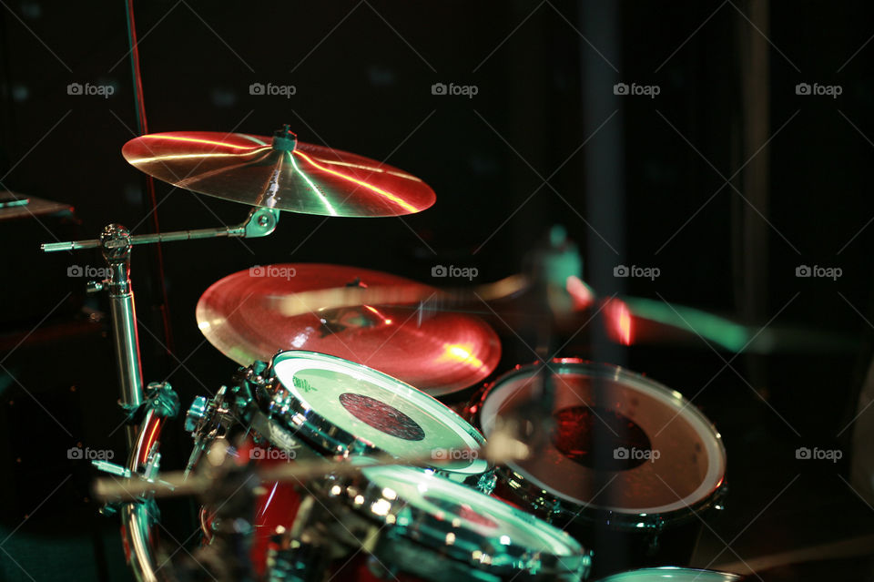 Foapcom drums on black background drum set and the club colors 960x639