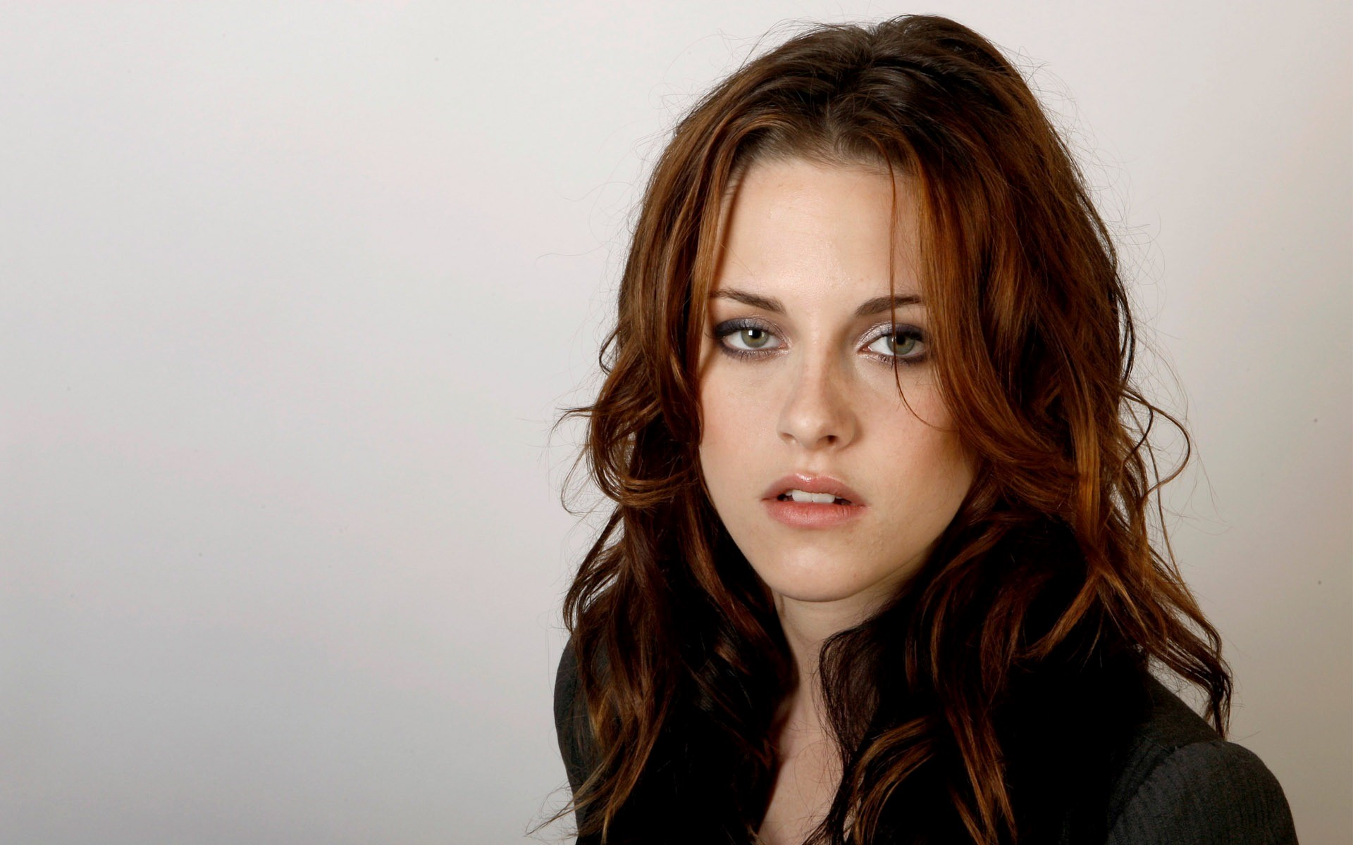 Beautiful Hollywood Actress Kristen Stewart Wallpaper HD Wallpapers 1920x1200