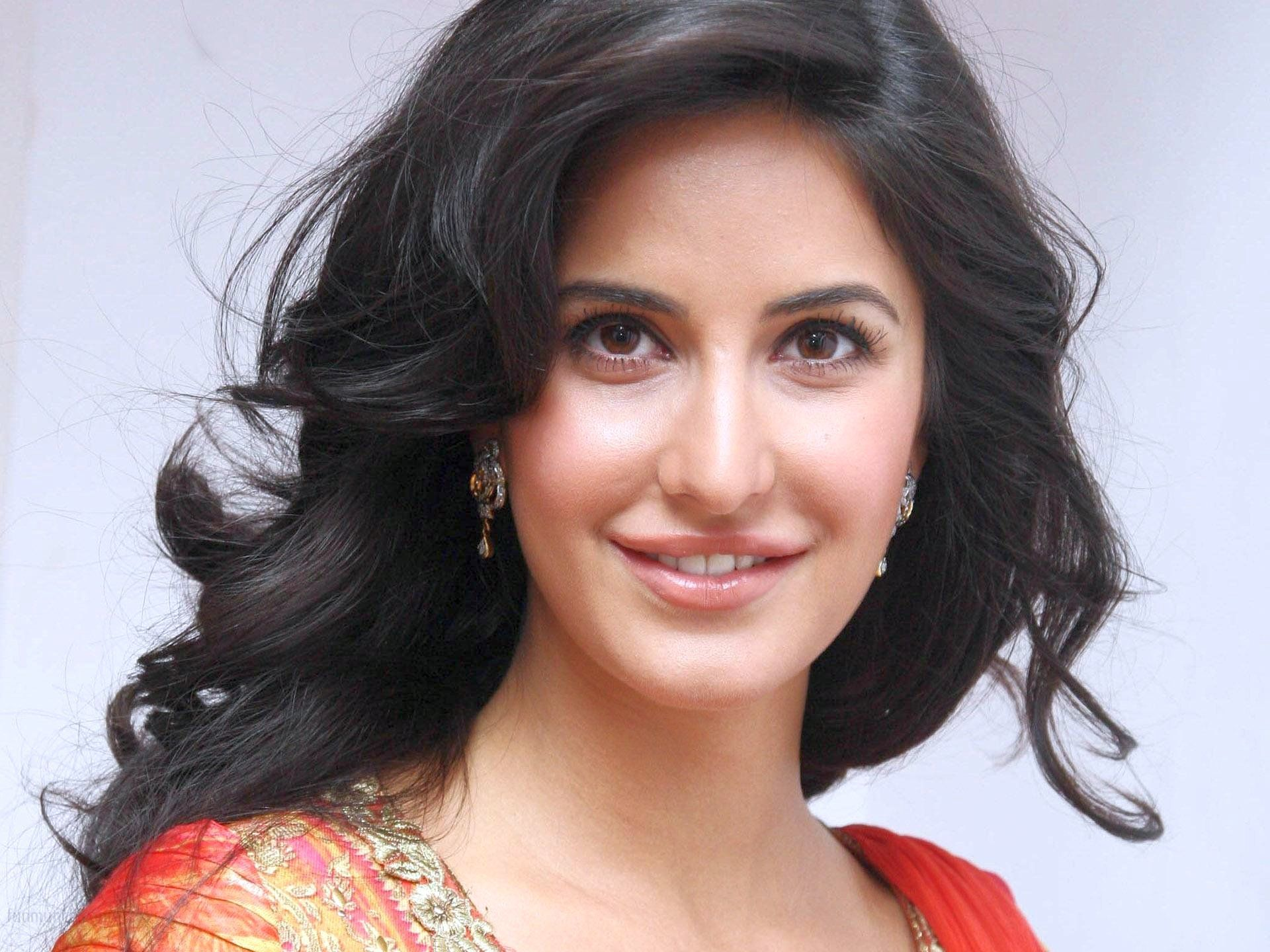 Pictures smiling katrina kaif wallpaper for mobile and cell phone 1920x1440