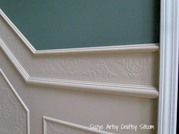 the wallpaper border fitting it in between to two pieces of trimwork 600x450