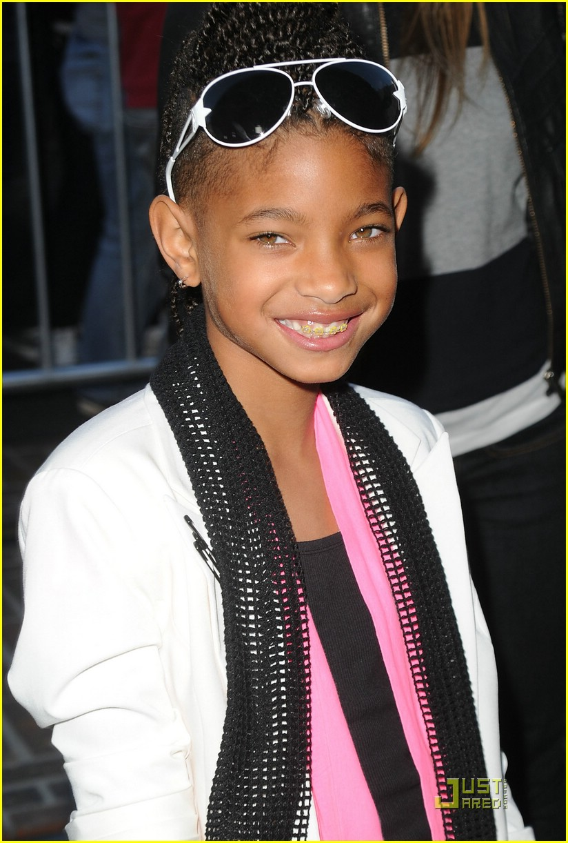 Willow Smith   Wallpaper Actress 824x1222