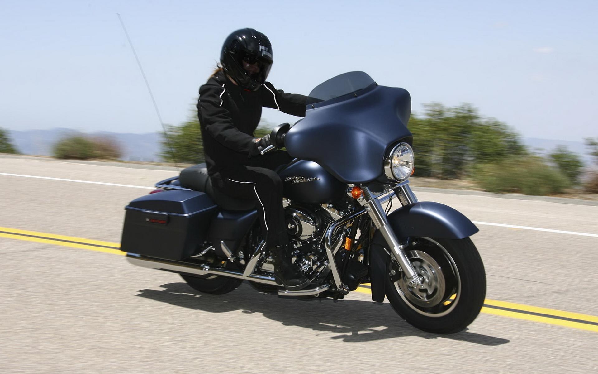 Free Download Harley Davidson Street Glide Photograph Hd Wallpaper