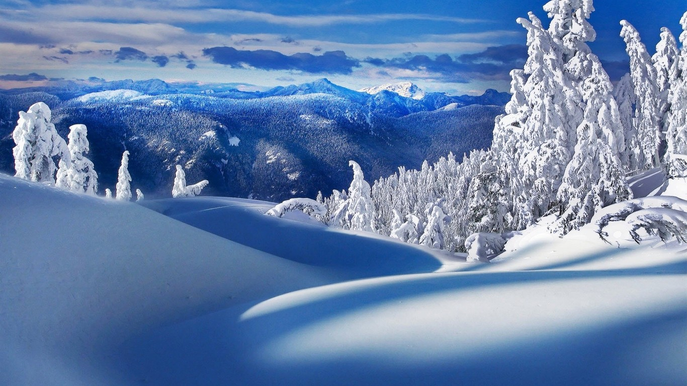 Download Beautiful winter scenery wallpaper 1366x768