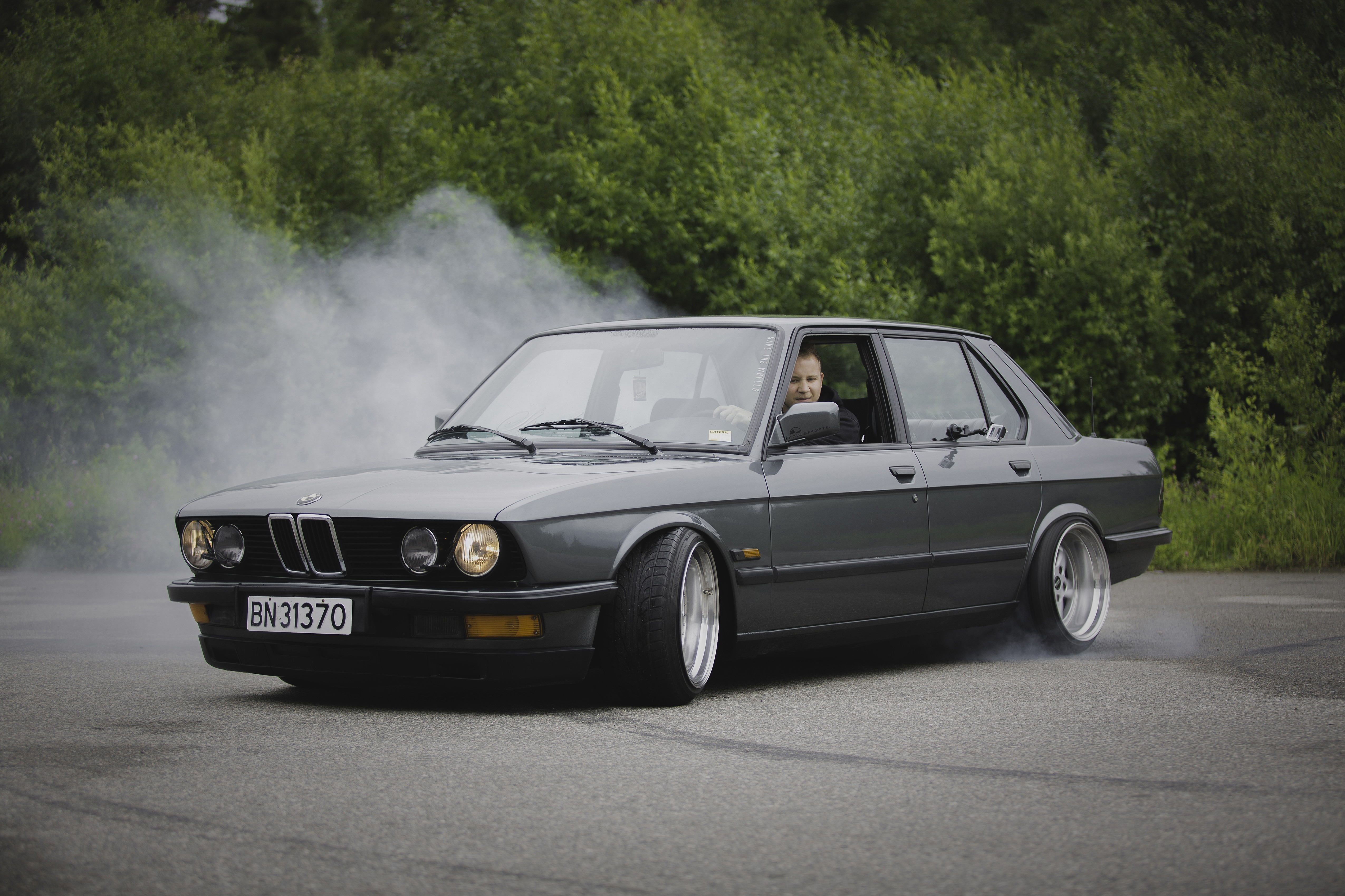 Download wallpaper for 1920x1080 resolution BMW E28 Stance 5100x3400