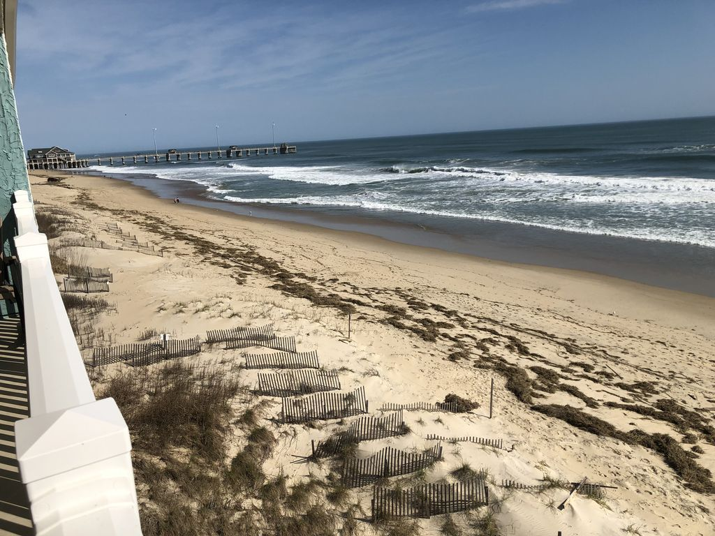 Newly Listed Updated Beachfront Condo in Nags Head with Direct 1024x768