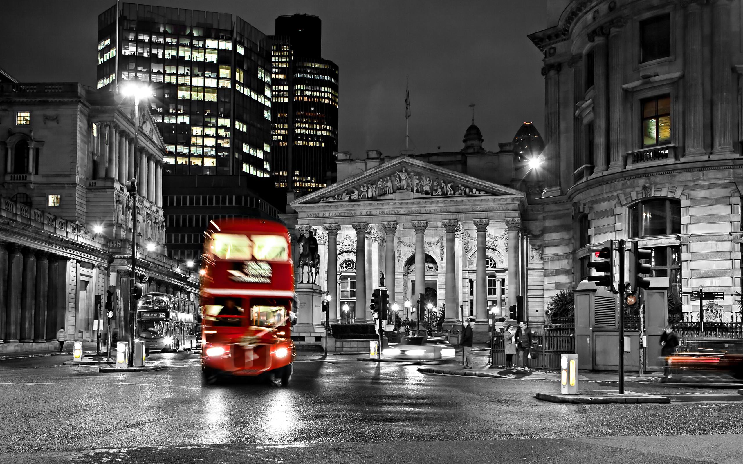 road blur night bus england london black and white street city 2560x1600