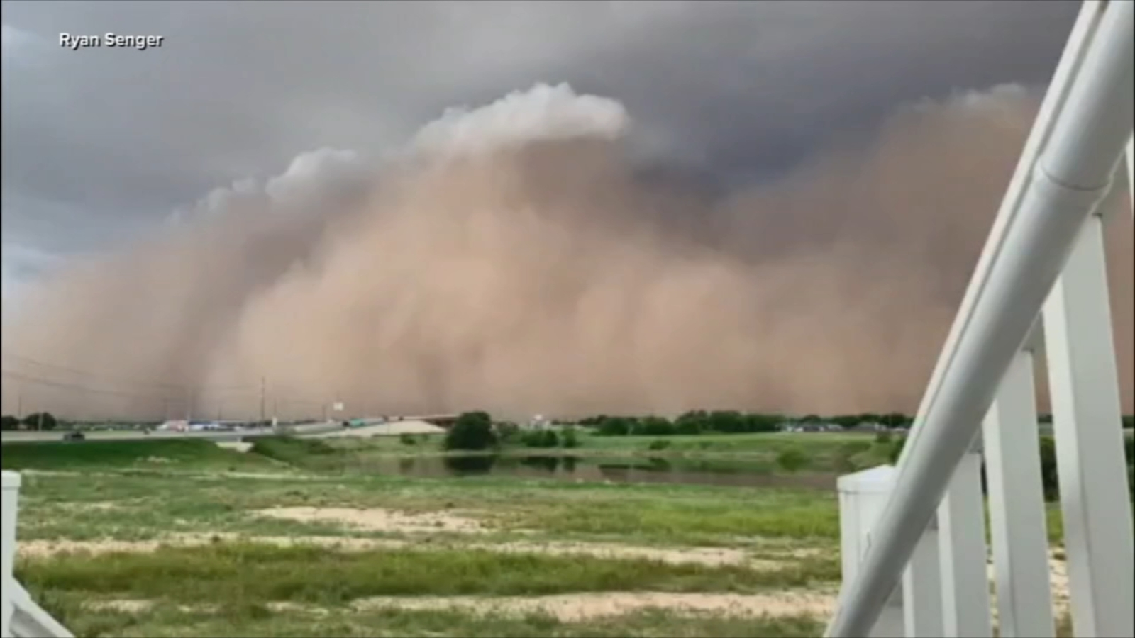 Rare Texas haboob sends massive wall of dirt flying Video abc13com 1600x900