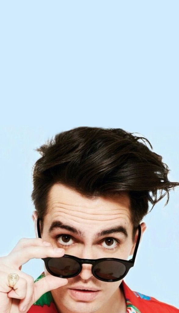 Brendon Urie iPhone Wallpaper beebs in 2019 Brendon urie 587x1024