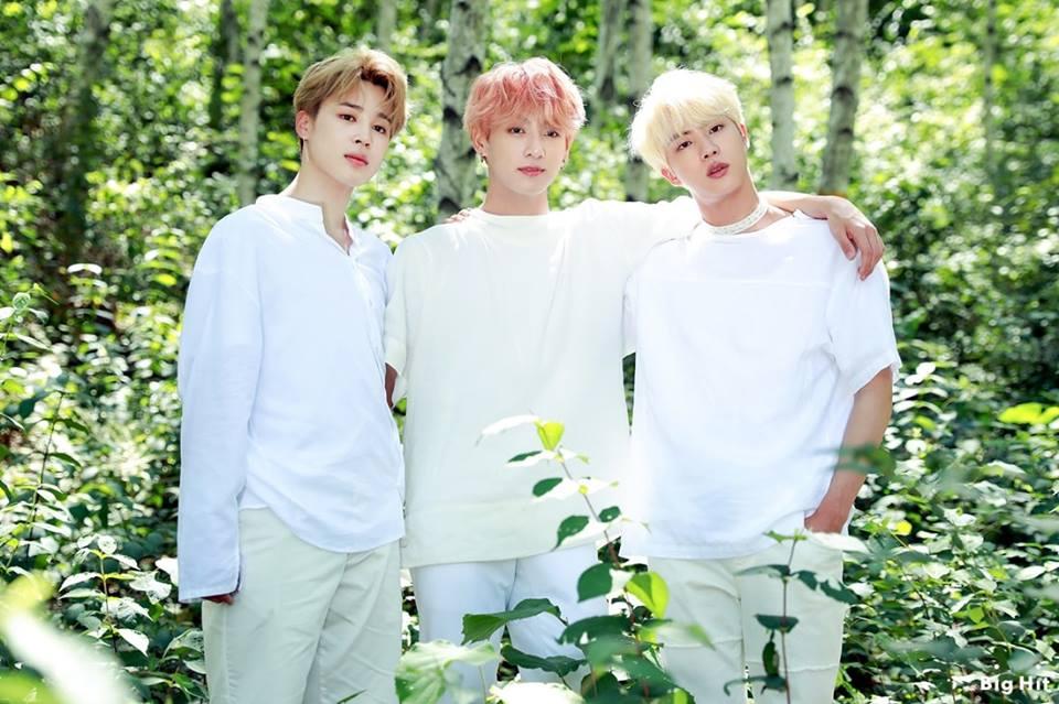 2019 SEASONS GREETINGS PHOTOSHOOT   Jungkook BTS Photo 960x639