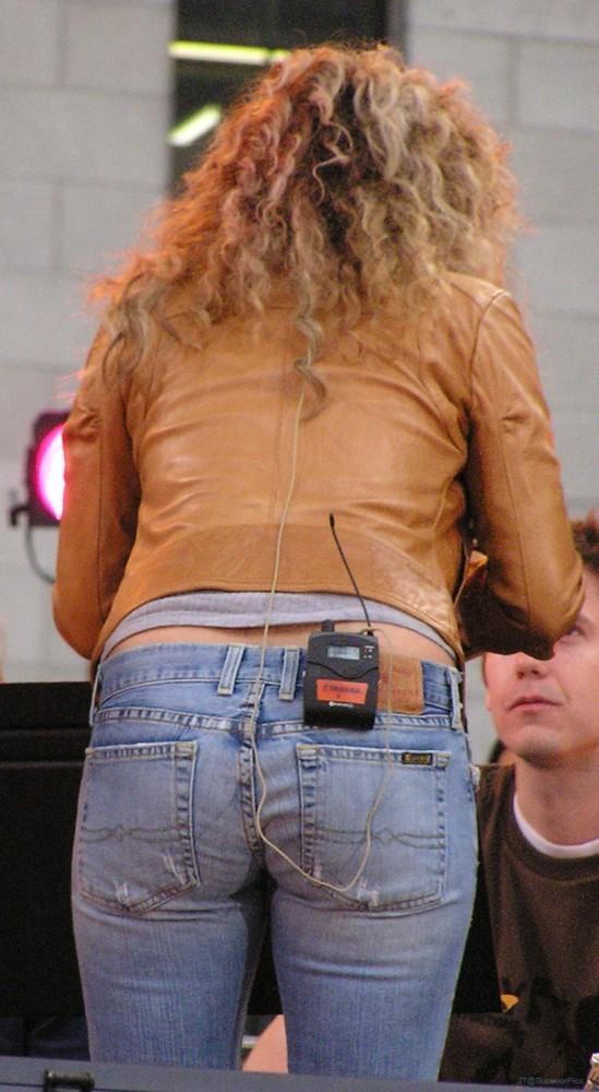 Shakira cul ass   Shakira photo 19220291   fanpop 549x1000