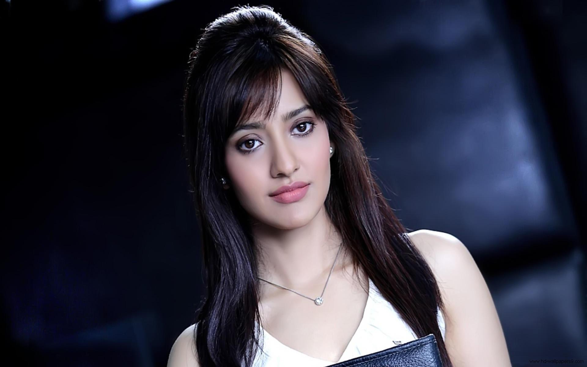 Neha Sharma 021 Bollywood Actress Wallpapers 1920x1200