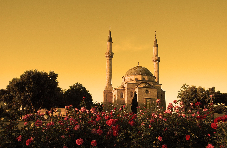 mosque with two minarets in baku azerbaijan at su 2900x1900