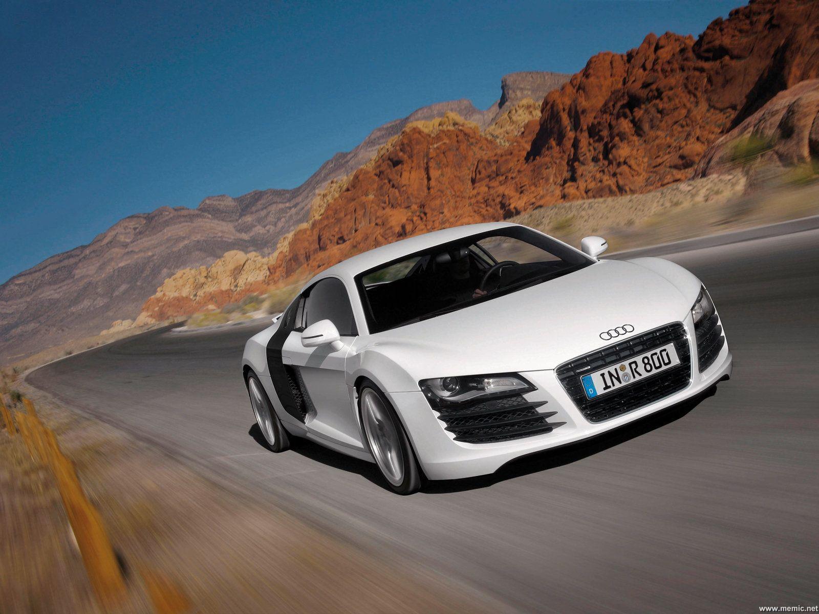 Per visualizzare lo sfondo di wallpaper Audi R8 in dimensioni intere 1600x1200