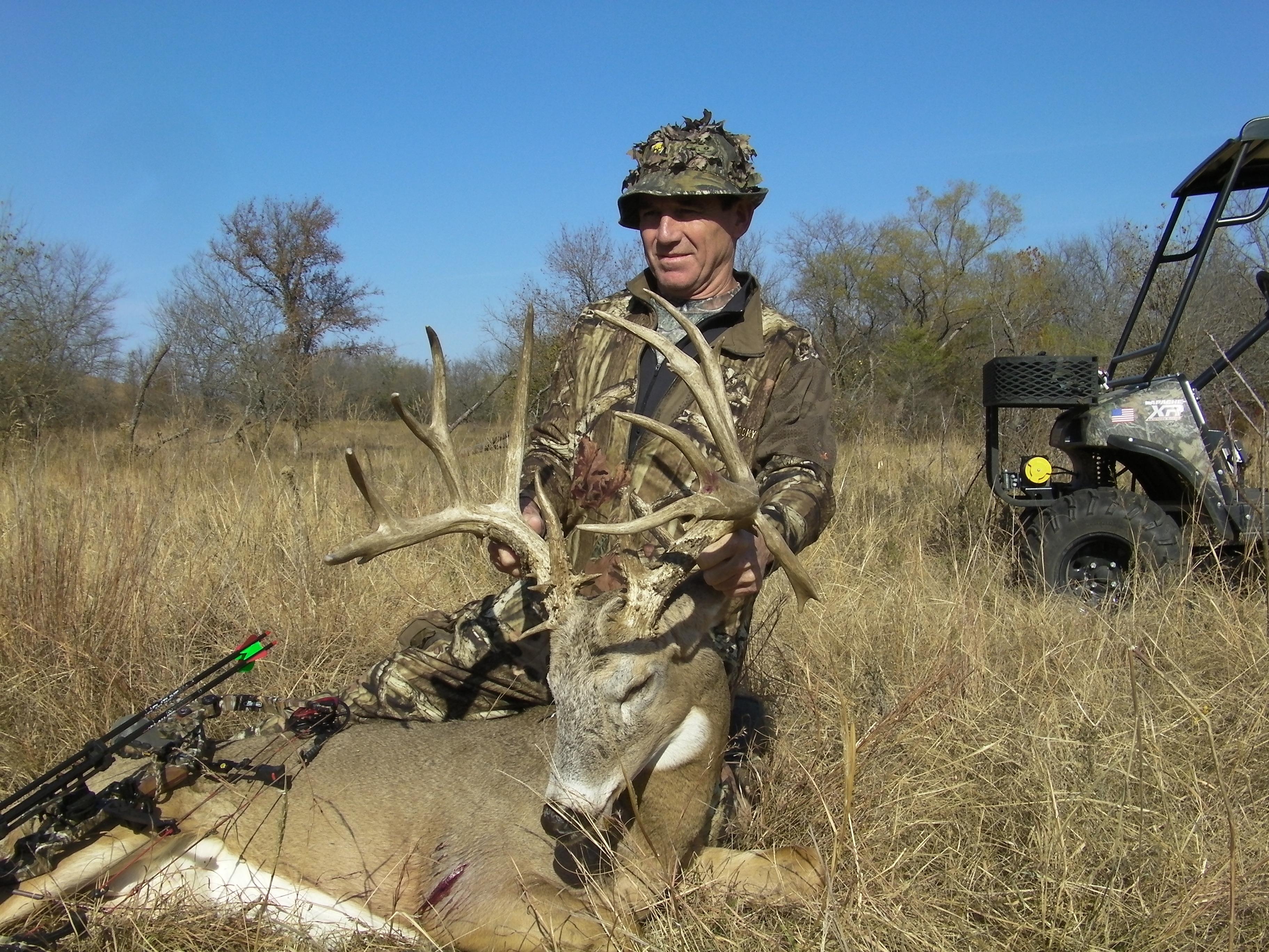 Monster 226 inch Kansas Buck taken by Bobby Johnson 3648x2736