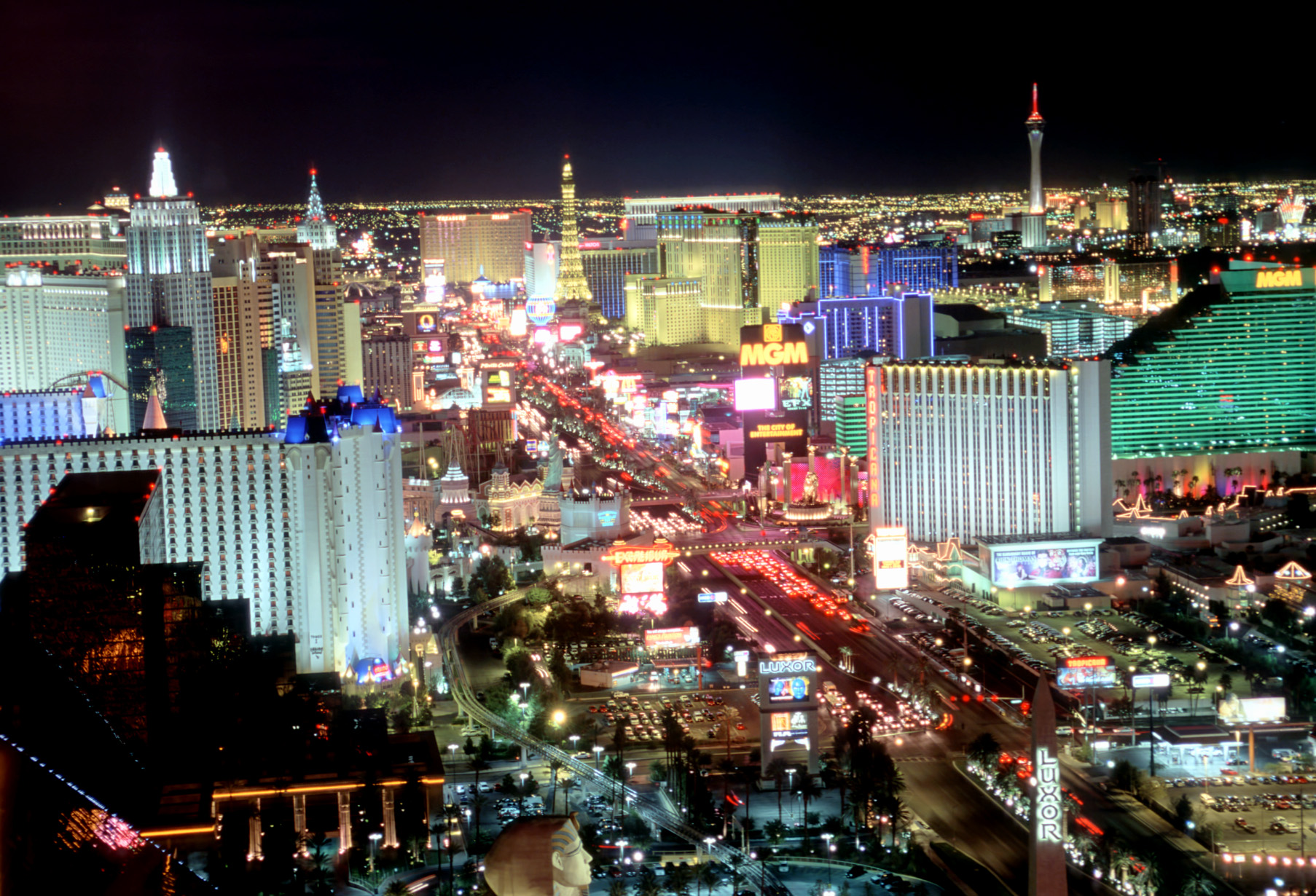 daily scheduled shuttle service to the Las Vegas Strip or airport 1806x1230
