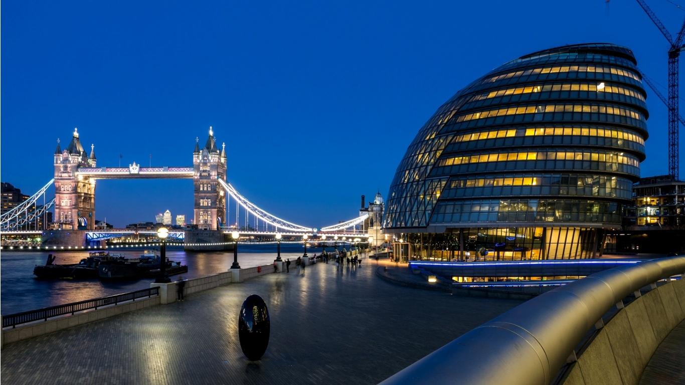 Tower Bridge London People 1366 x 768 Download Close 1366x768