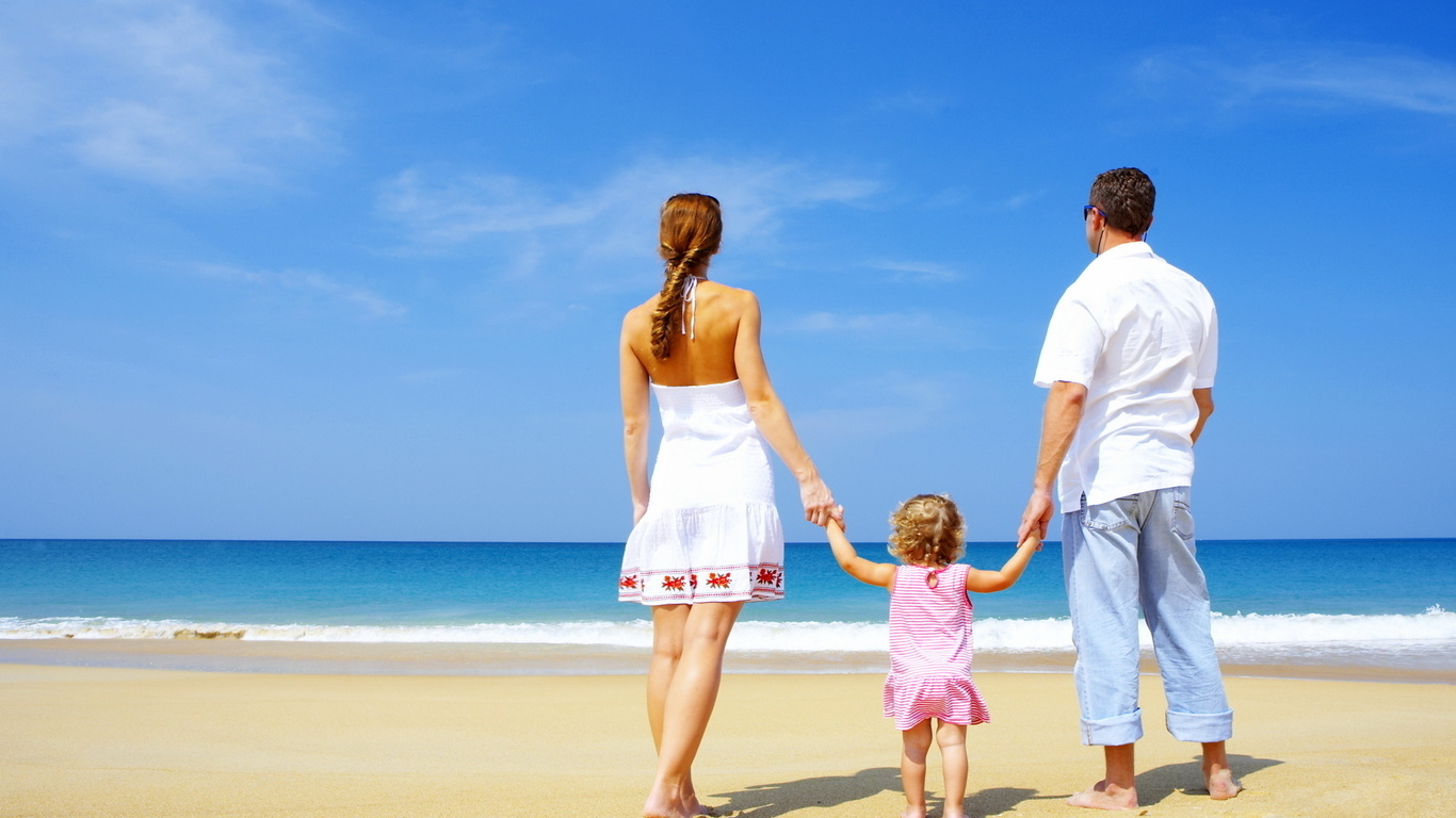wallpapers family love beautiful beach sand beach people photo 1366x768