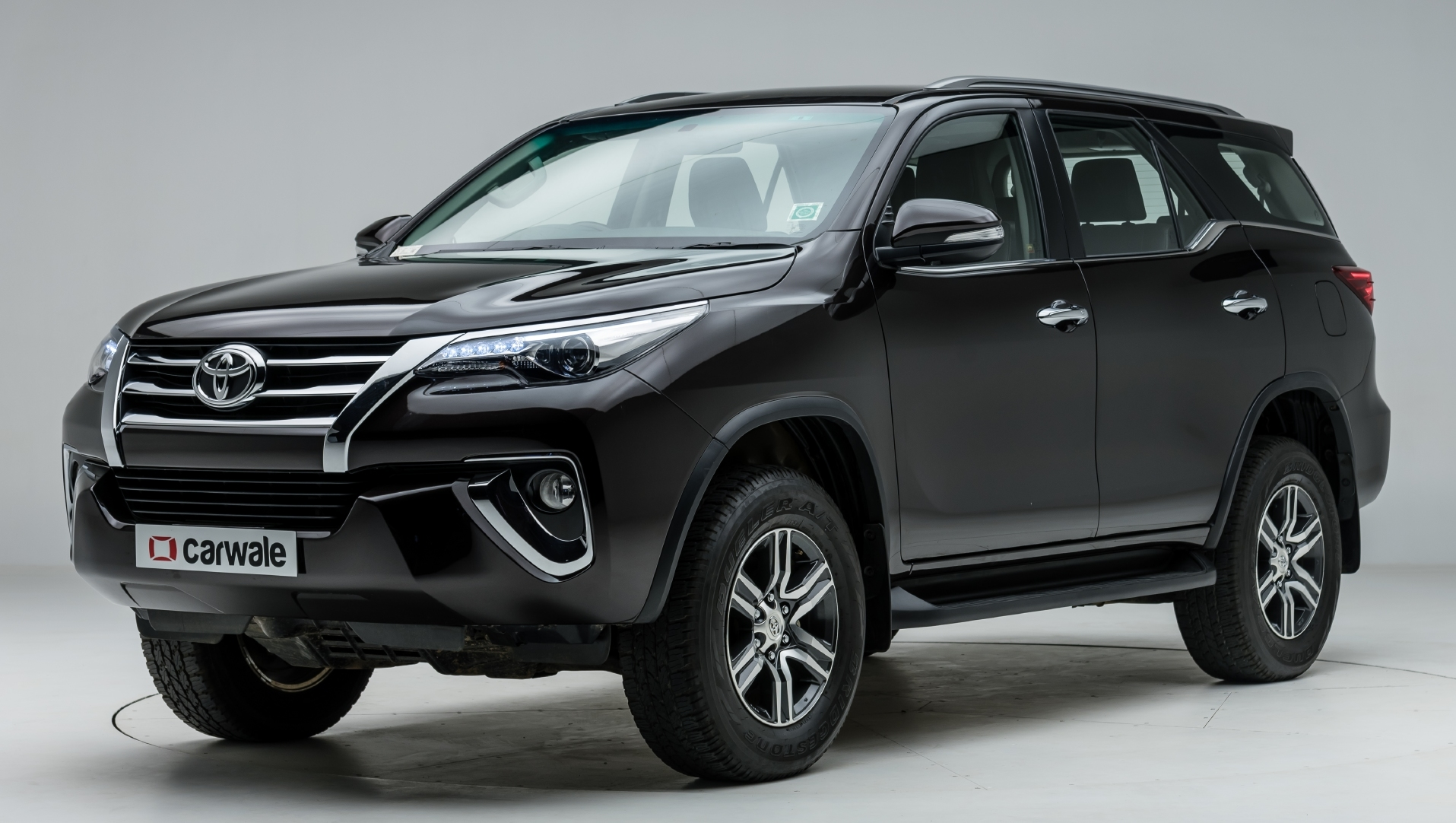 Toyota Fortuner Images Interior Exterior Photo Gallery   CarWale 1915x1082