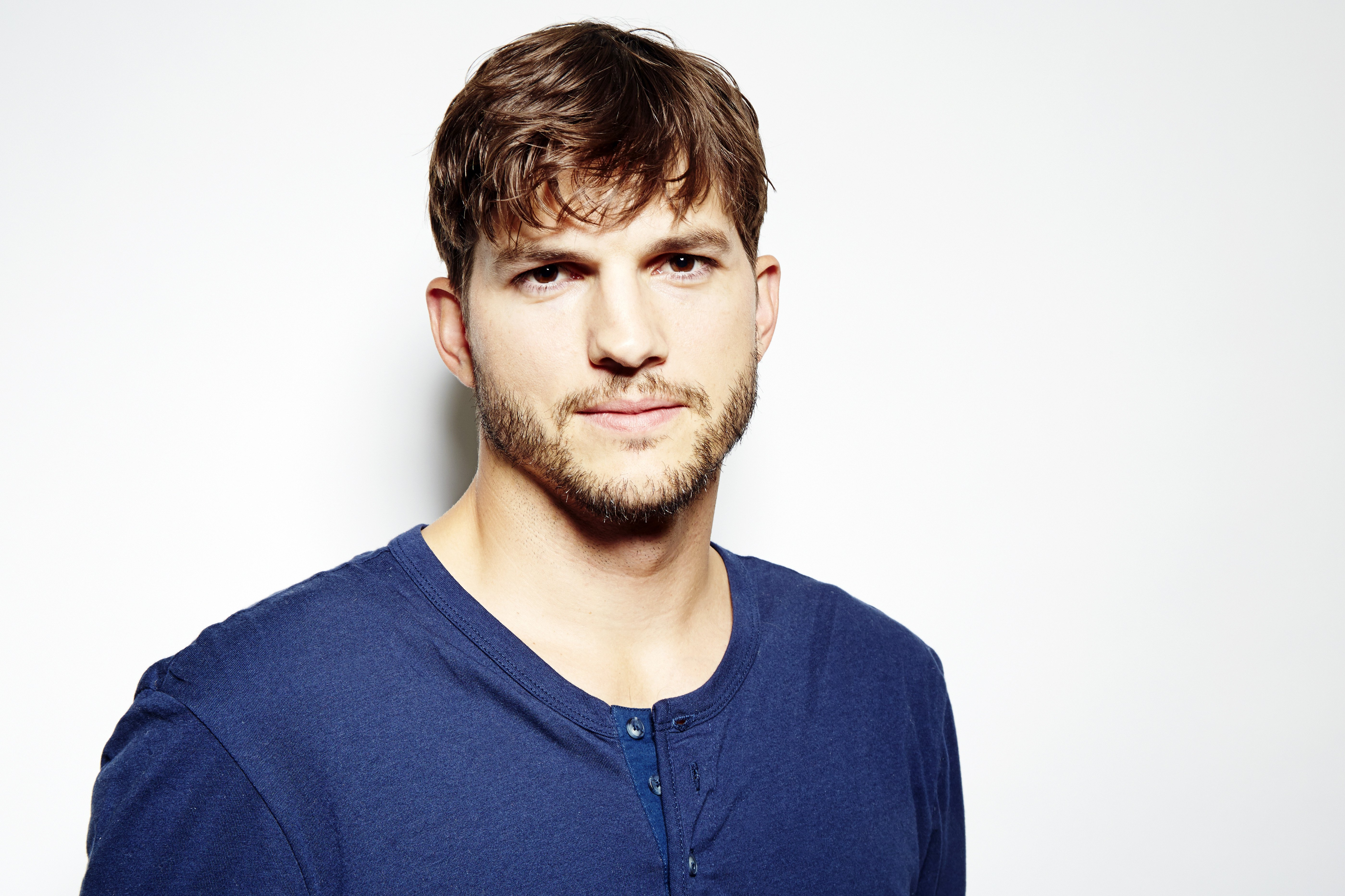 Ashton Kutcher Wallpapers Images Photos Pictures Backgrounds 5597x3731