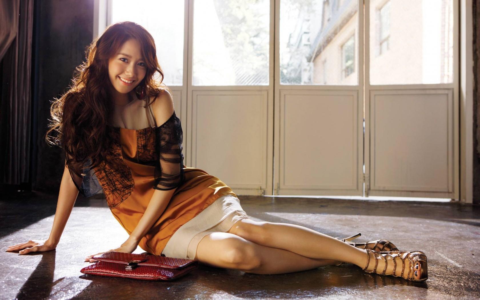 Asian Korean Sexy Beauty Cute Legs Room   HD Wallpapers Desktop 1680x1050