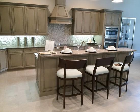 Backsplash Kitchen Design Ideas Remodels Photos with Beige Cabinets 550x440