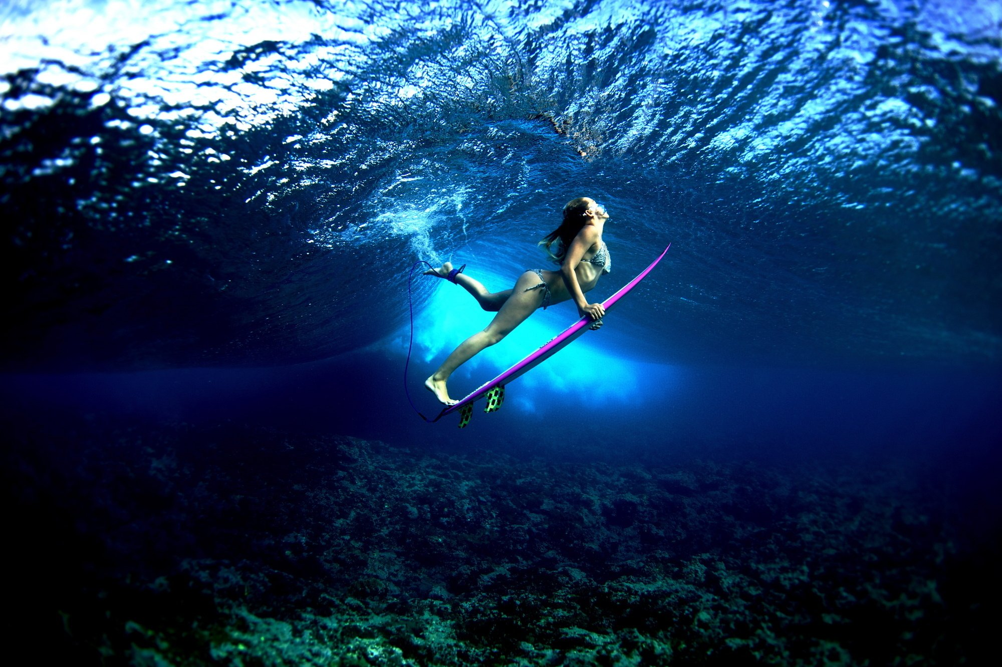 Board ocean girl surf surfing bikini sexy babe underwater wallpaper 2000x1331