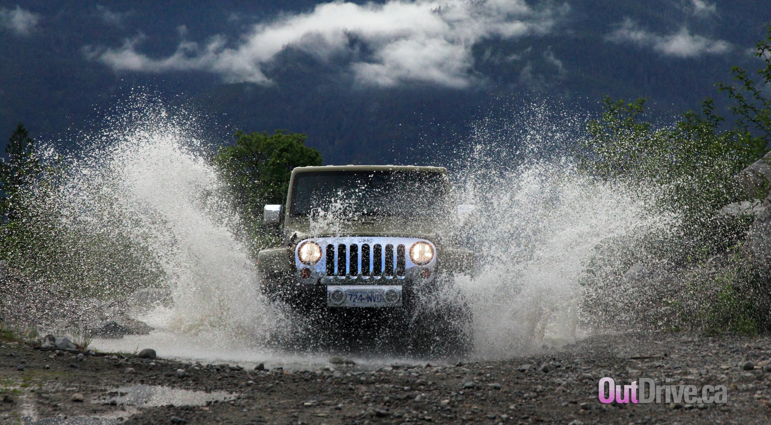 Jeep Wrangler Unlimited Sahara 2613x1440