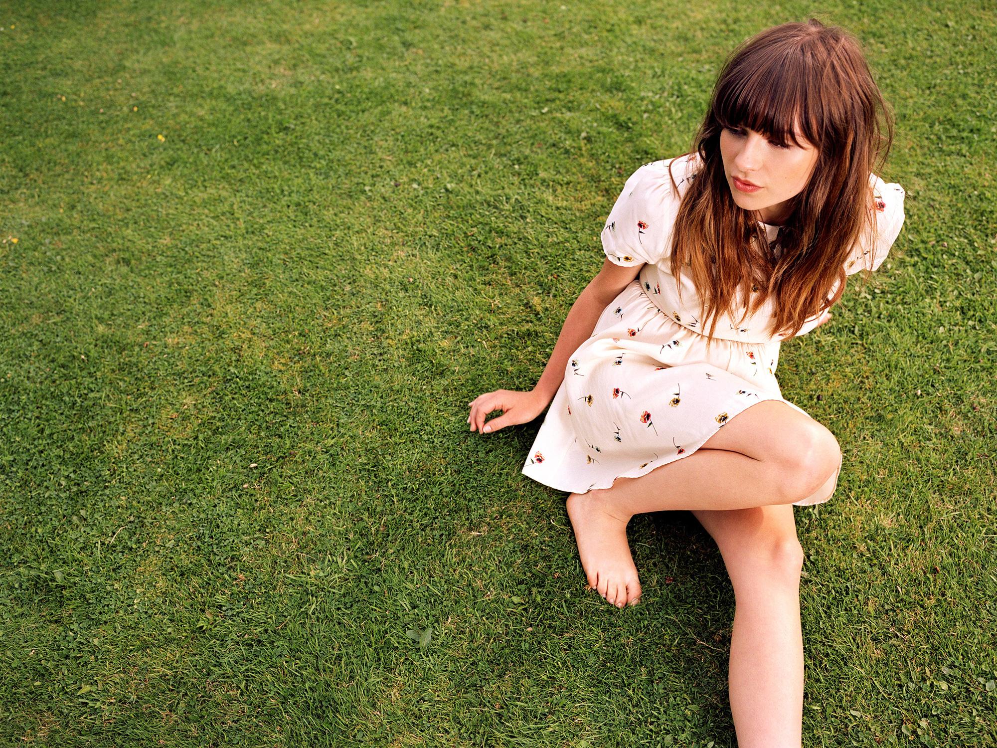 english Rain Gabrielle Aplin Songwriter Singer Wallpapers HD 2000x1500